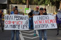 Estudiantes se manifiestan frente al Jardin Botanico de la UPR.